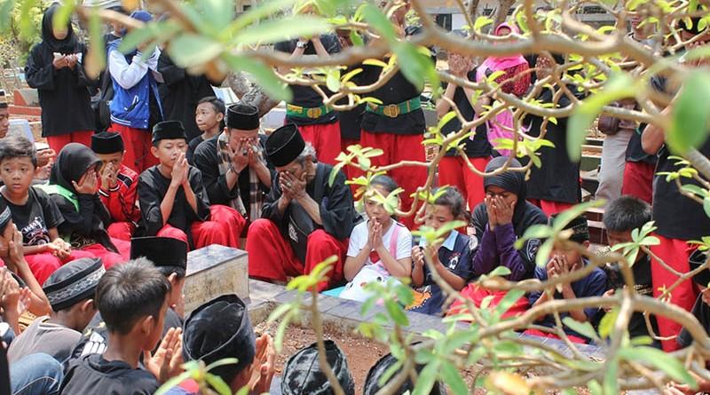 Ziarah kubur ke Makam Guru Besar Beksi alm Kong H Hasbulloh bin H Misin di Petukangan Selatan